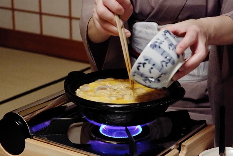 玉子丼 調理中