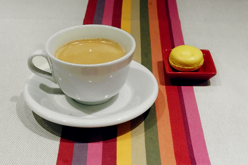 「コーヒー、柚子のマカロン」ブラッスリー ギョラン