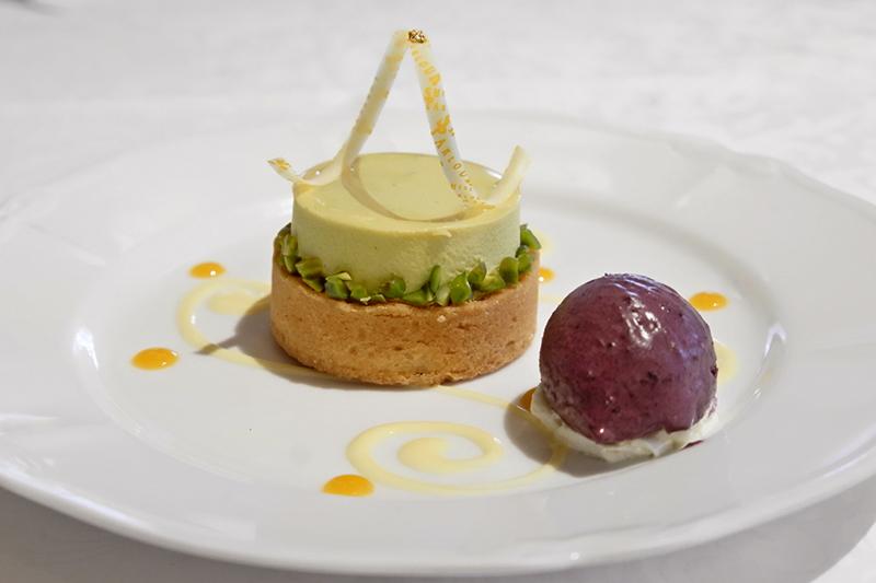 ピスタチオのムース、柚子のタルト、ブルーベリーアイス添え「資生堂パーラー」