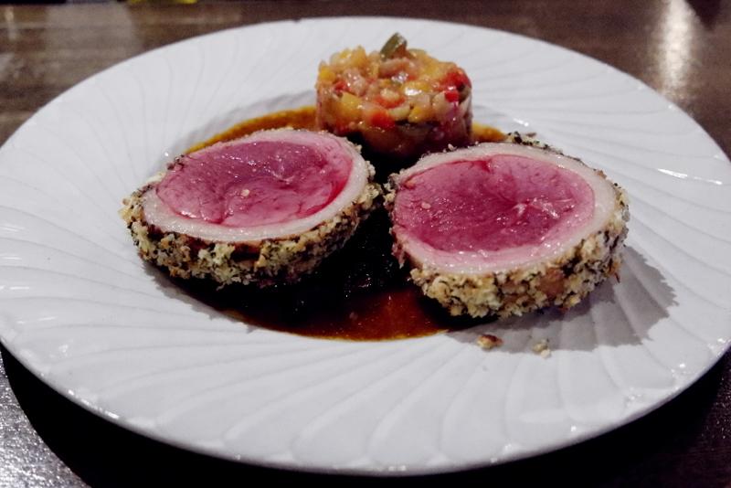 「十勝産羊の鞍下肉、香草とアーモンド風味のロースト」イヴォワール