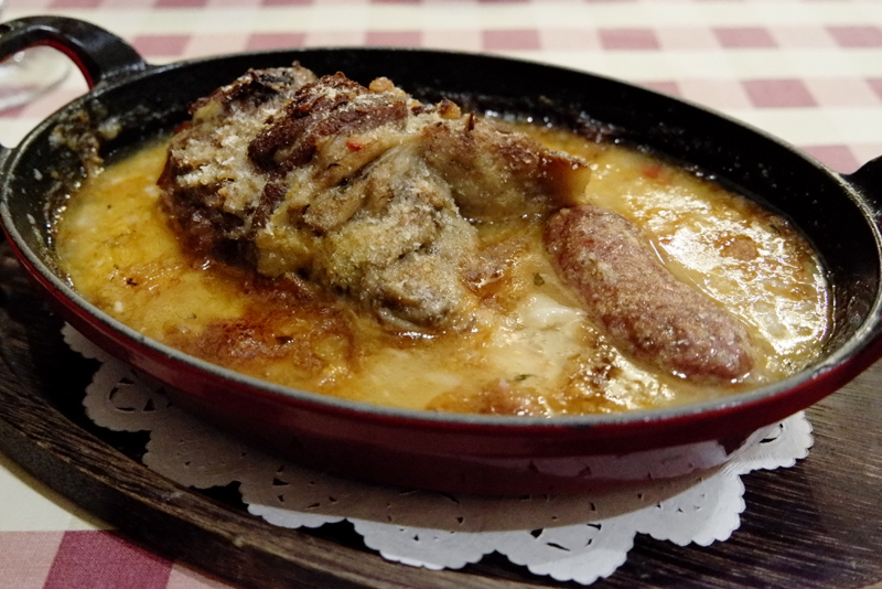 仔羊すね肉とメルゲーズのカスレ