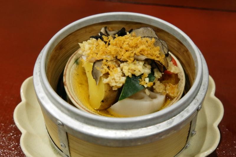 金目鯛の大豆ソース、雲南トリュフの香り