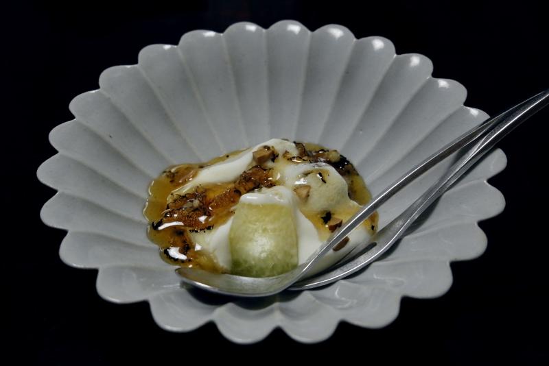 メロン、梨、ピオーネ、リコッタチーズ、トリュフの蜂蜜漬け