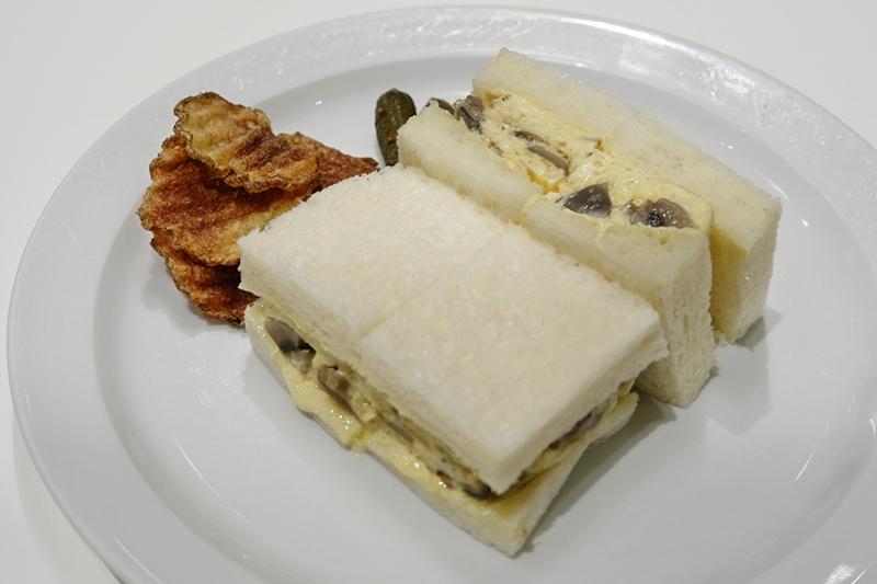 キノコオムレツのサンドイッチ