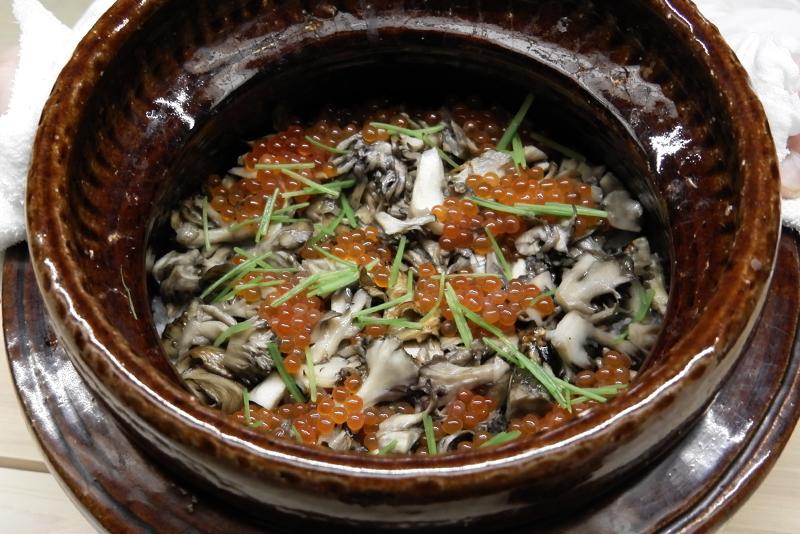 炭火焼き舞茸とイクラの炊き込み御飯