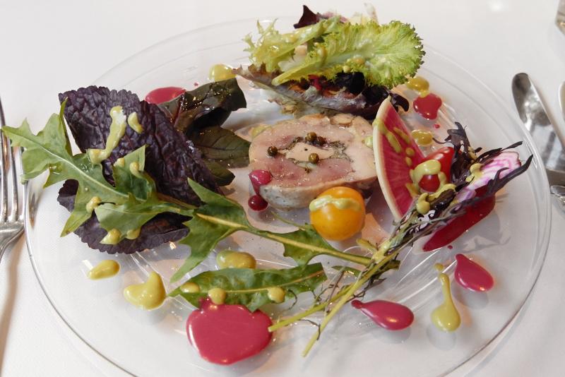 ホロホロ鷄とフォアグラのテリーヌ、鎌倉野菜のサラダ