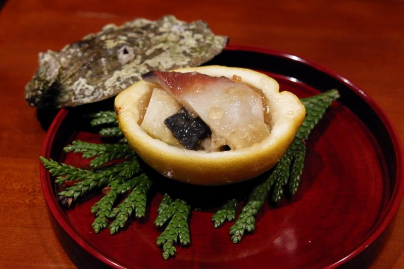 鮑、ミル貝、赤貝、胡麻豆腐、生姜酢の煮こごり