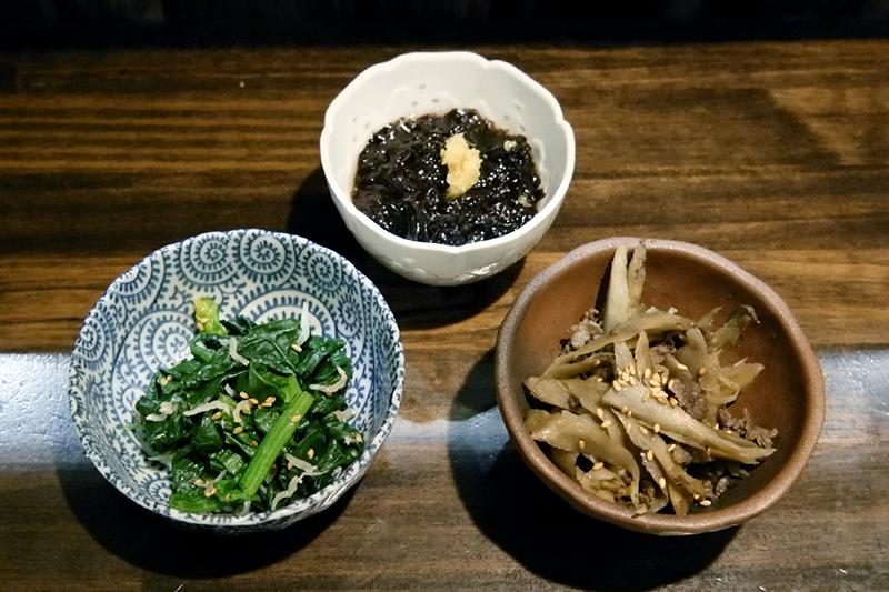 牛肉ごぼう炒め、ほうれん草とじゃこナムル、生のり酢