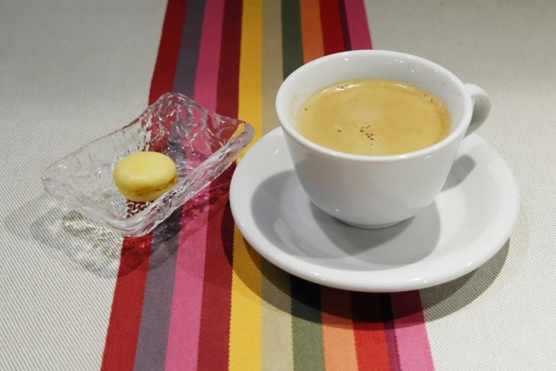 コーヒー、柚子マカロン
