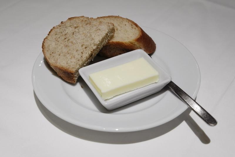 自家製バゲット、ライ麦パン