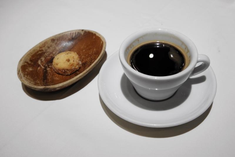 コーヒー、アーモンドクッキー