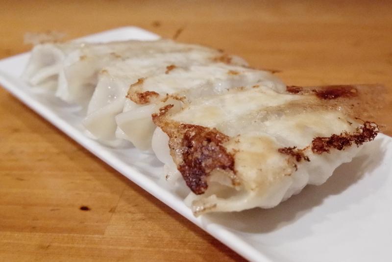 鶏ひき肉と香味野菜の入った餃子