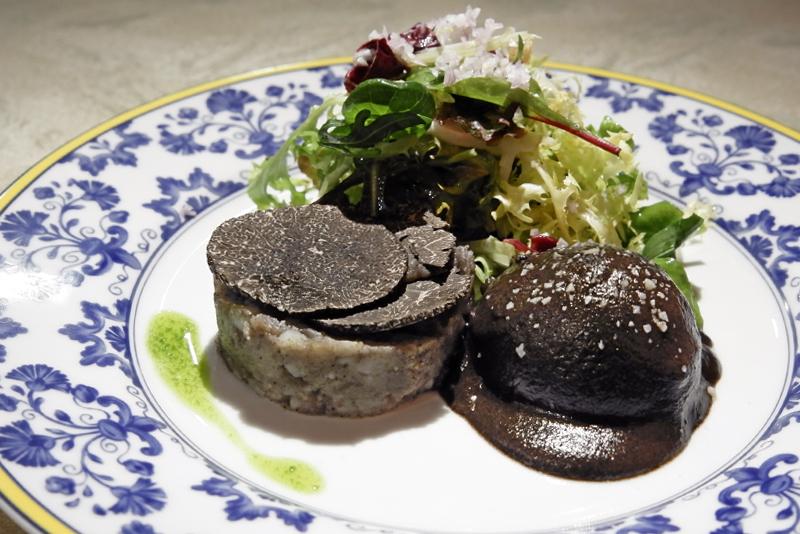 トリュフポテトサラダとポーチ・ド・トリュフ卵