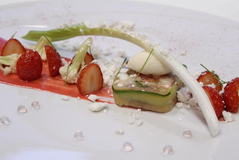 オマール海老のテリーヌ、イチゴとヴィネグレットのソース