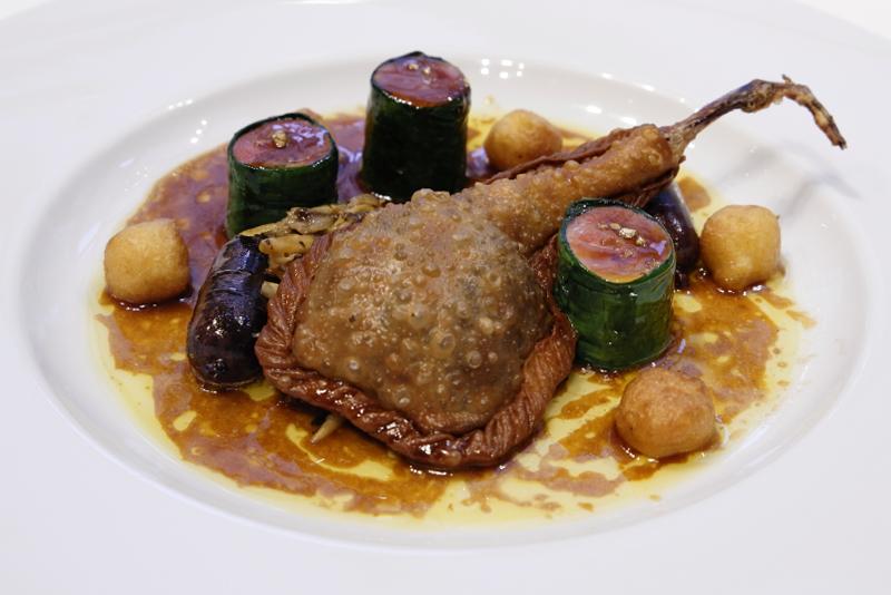 フランス産仔鳩胸肉、キュイス(腿肉)、パートに包まれたフォワのファルス