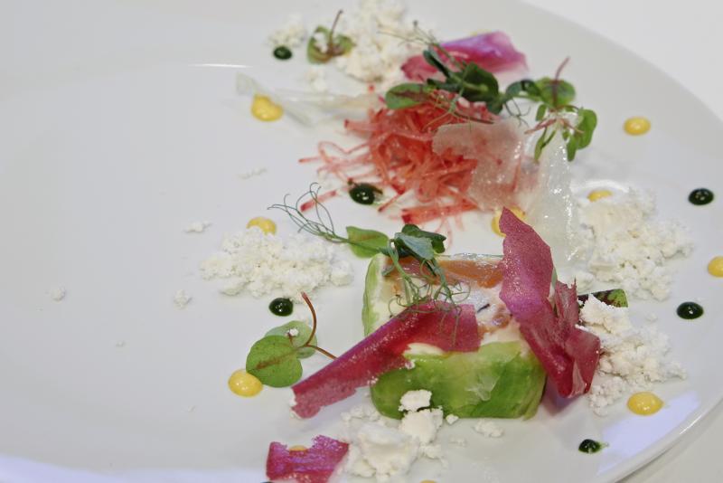ズワイ蟹とサーモンマリネのテリーヌ、ポテトとシュー、エピスのヴィネグレット、トリュフの香り