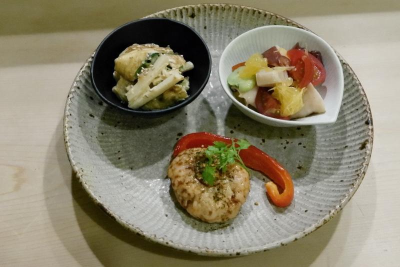 空豆、蛸、貝と甘夏和えサラダ、穴子入りにら玉、筍と海老入りつくね