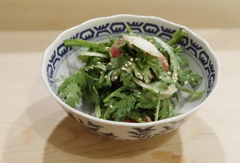 マグロ、春菊、新玉ねぎサラダ