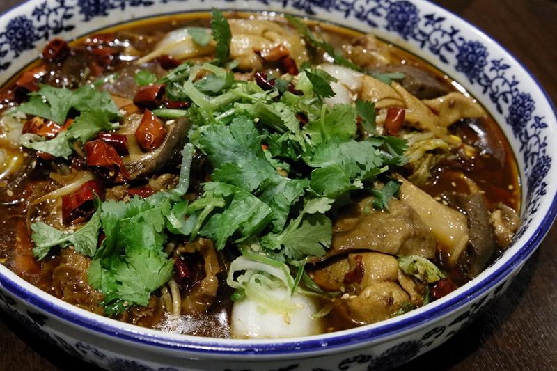 毛血旺 血豆腐とモツの唐獅子スープ煮物