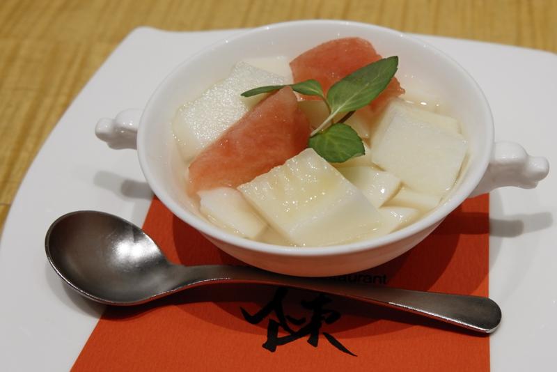 鮮果杏仁凍/昔ながらの杏仁豆腐