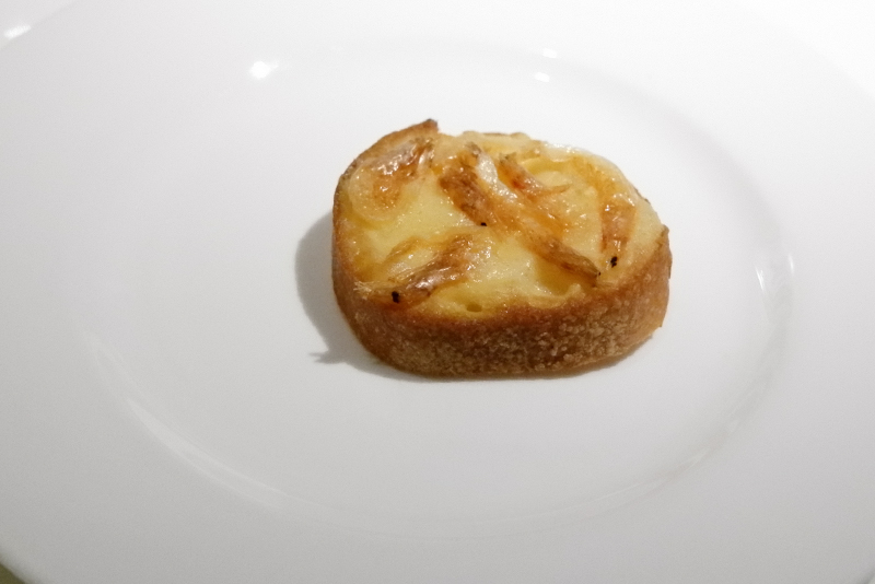 桜海老、グリュイエールチーズのブルスケッタ
