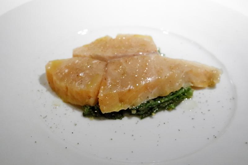 桜鱒の燻製、ラビゴット・ソース和え、季節の野菜