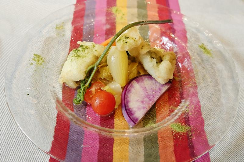 徳島産ハモのフリット、有機野菜のマリネ