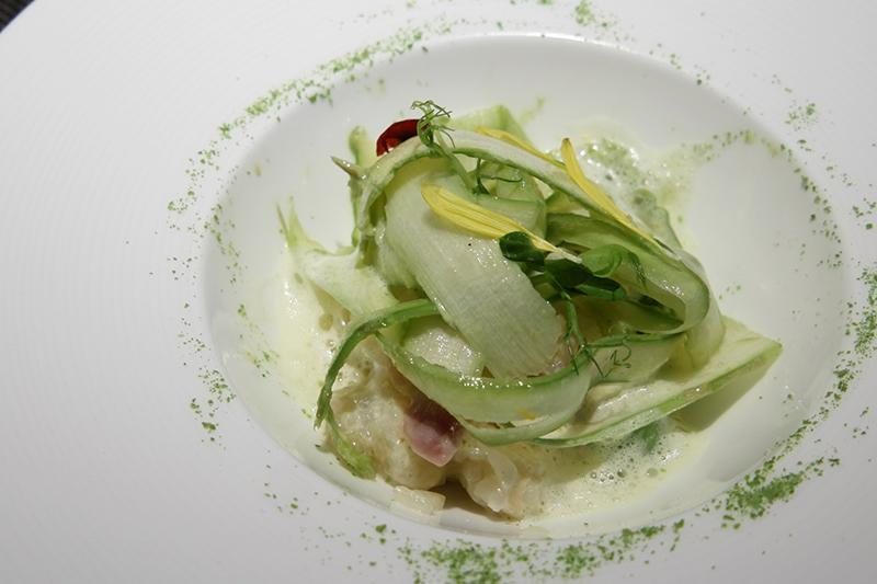 北海道産グリーンアスパラ、蛤出汁のリゾット