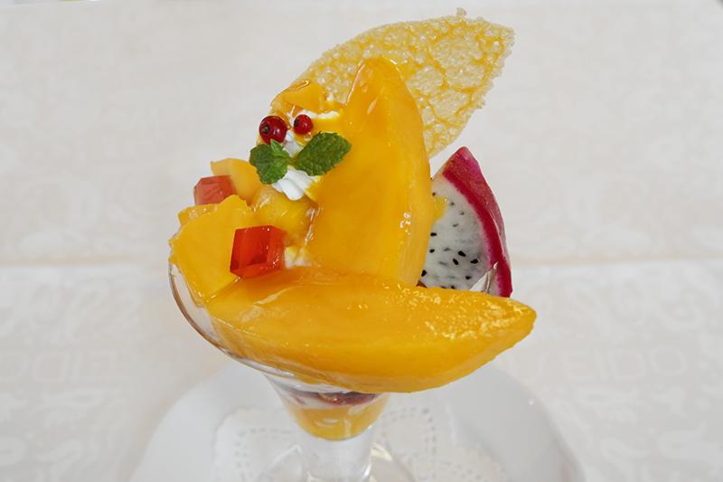 沖縄県西表島産アップルマンゴーのパフェ