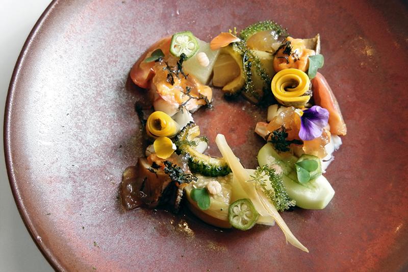 鮑、バフンウニ、伊勢海老、夏野菜のサラダ仕立て