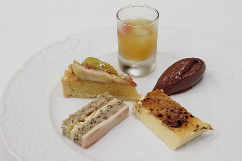 桃と紅茶のケーキ、無花果のタルト、柑橘ゼリー、チョコレートムース、クレームブリュレ
